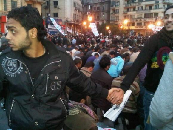 Les égyptiens chrétiens protègent leurs frères musulmans