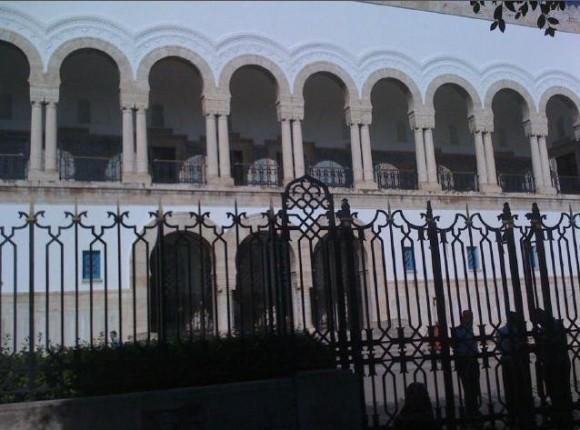 Des affrontements devant le Palais de justice de Tunis