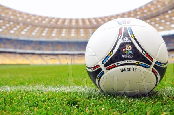 Tango 12 - Euro 2012