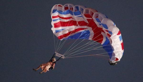 Elizabeth II en parachute