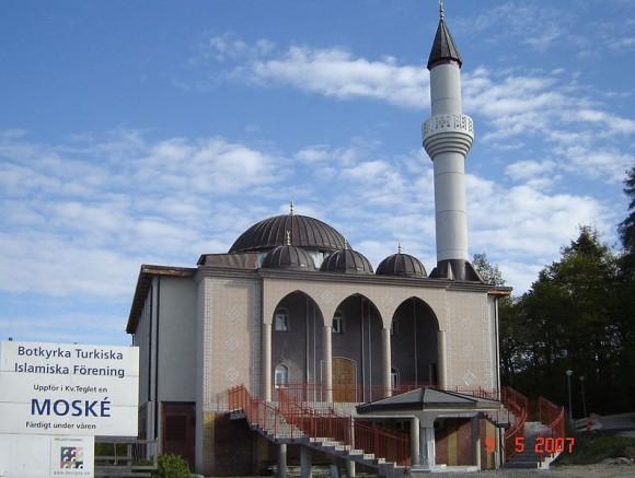 Accord d'appel à la prière depuis la mosquée de Botkyrka au sud de Stockholm