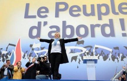 Marine Le Pen fracturée de la colonne vertébrale