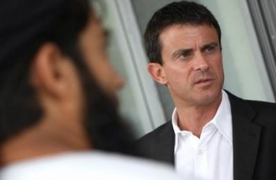 """Manuel Valls """"ce qui se passe en Tunisie m'inquiète"""""""