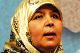 Meherzia Laabidi adresse un message à Amina de Femen
