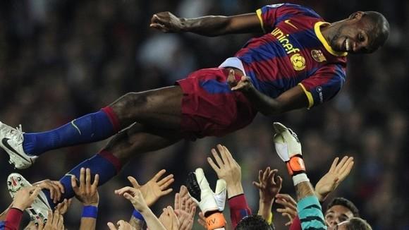 Le Camp Nou rend hommage à Abidal qui quitte le FC Barcelone