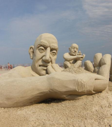 carl-jara-a-remporte-le-concours-de-sculpture-sur-sable-avec-infinity_127872_w460