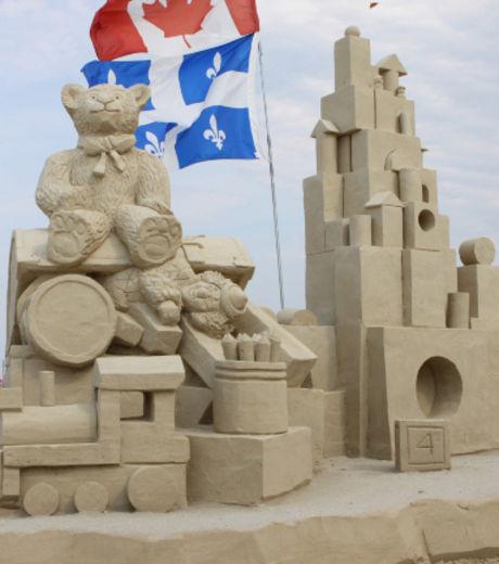 ces-jouets-en-pates-de-sable-ont-ete-realises-lors-d-un-concours-de-sculpture_127881_w460