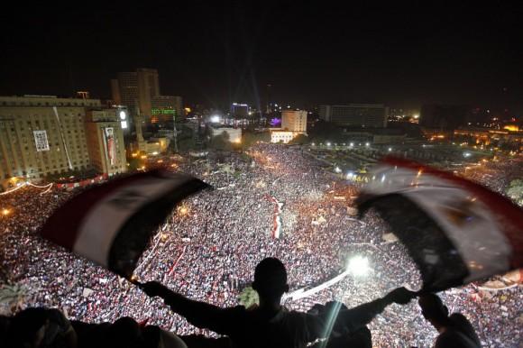 Des centaines de milliers de manifestants anti-Morsi se sont retrouvés place Tahrir. (26 juillet 2013) Image: Reuters