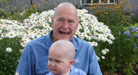 George H. W. Bush, tête rasée par solidarité