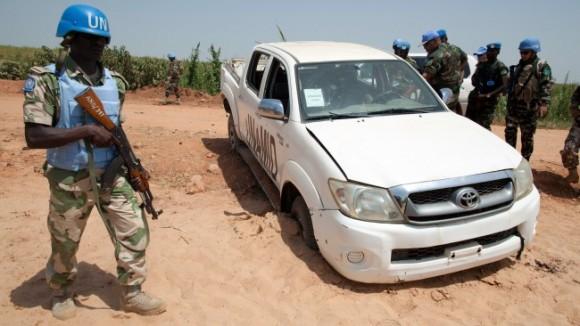 169-le-vehicule-onu-apres-attaque-qui-a-couter-vie-quatre-casques-bleus-nigerians-minuad-dans-ouest-du-darfour-au-soudan-3-octobre-2012
