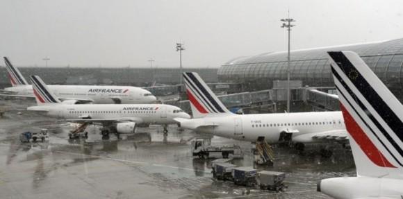 6168441-roissy-un-avion-evacue-apres-un-degagement-de-fumee