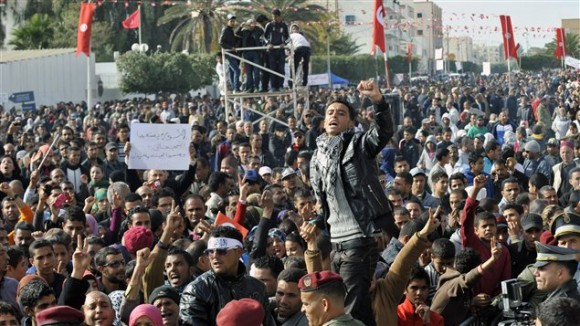 AFP_121218_hd630_manifestation-tunisie_sn635