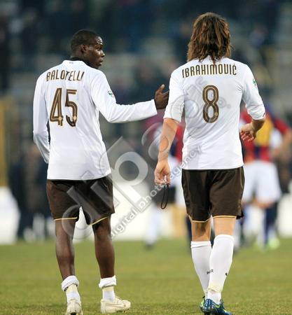 Mario-Balotelli-Zlatan-Ibrahimovic-discussion-after-the-match-0000028679