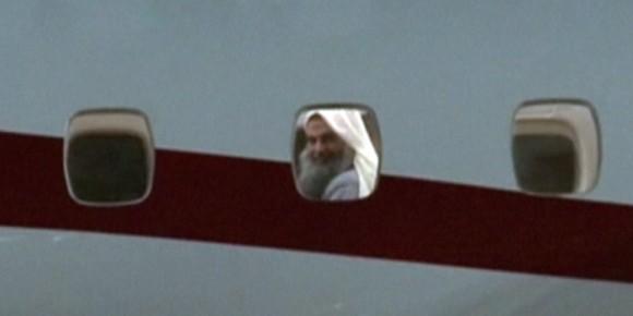 Abou Qatada à bord de l'avion qui va l'extrader vers la Jordanie