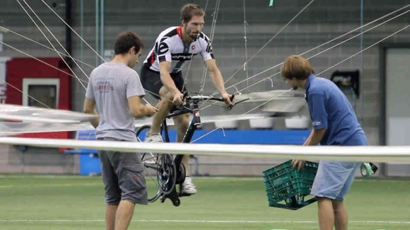 Todd Reichert et Cameron Robertson  - Hélicoptère à propulsion humaine
