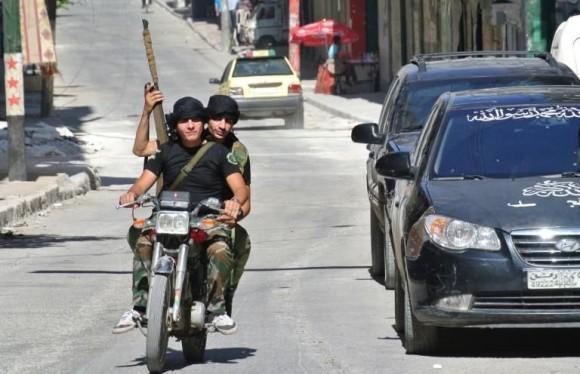 des-rebelles-syriens-a-alep-le-8-juillet-2013_1195820