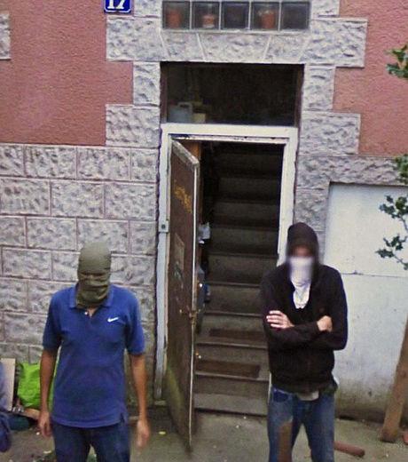 google-street-view-ces-deux-hommes-n-ont-pas-l-air-commode_129635_w460