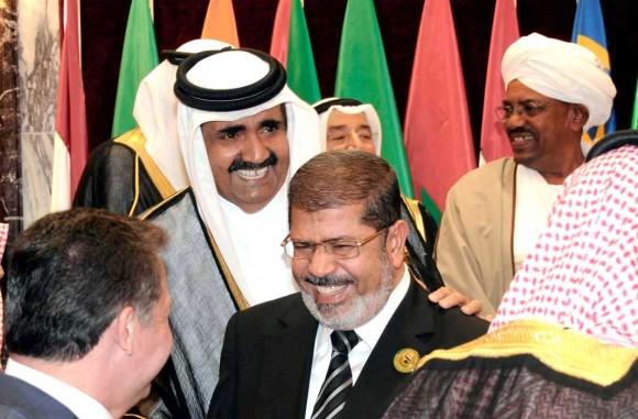 Morsi président déchu et Hamad Émir du Qatar, tous deux poussés vers la sortie