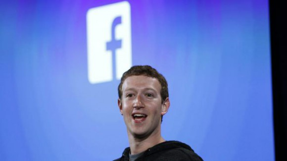 Le fondateur de Facebook, Mark Zuckerberg, le 4 avril 2013, lors d'une conférence de presse à Menlo Park (Californie, Etats-Unis). (ROBERT GALBRAITH / REUTERS)