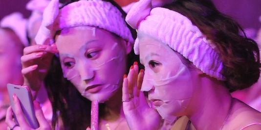Magic Holdings International, leader, en Chine, des masques de beauté à base d'escargot.