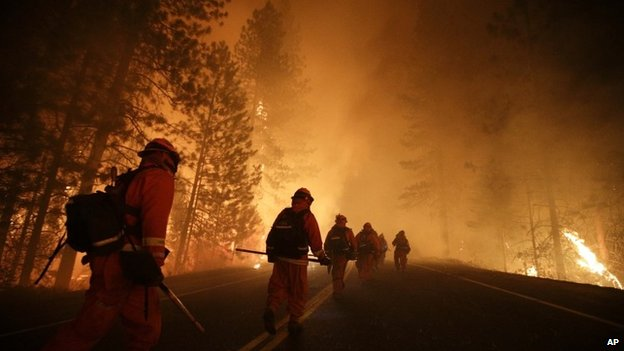 The Rim incendie s'étend sur près de 234 miles carrés (606 km ²) .