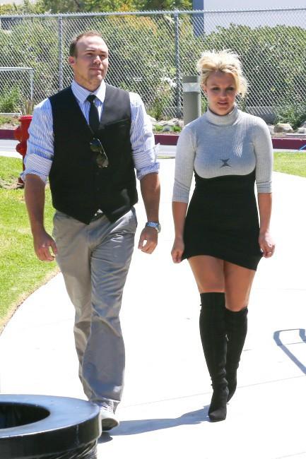 Britney-Spears-et-David-Lucato-a-Los-Angeles-le-4-aout-2013_portrait_w674(3)