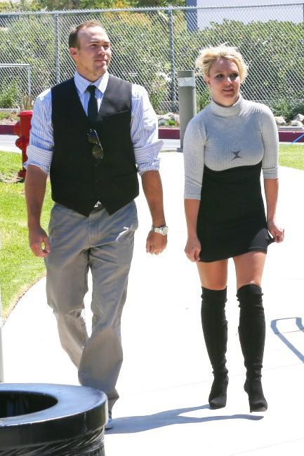 Britney-Spears-et-David-Lucato-a-Los-Angeles-le-4-aout-2013_portrait_w674(4)