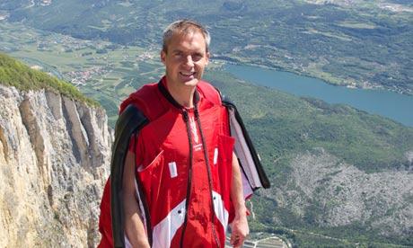 Le cascadeur qui avait sauté en parachute déguisé en James Bond lors de la cérémonie d'ouverture des jeux Olympiques de Londres en 2012, est mort