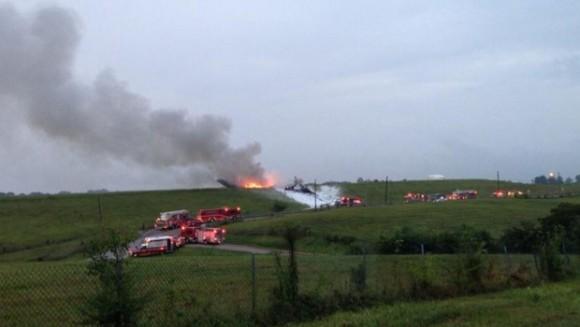 Capture écran d'une photo publiée sur TWitter par un journaliste du Birmingham News du crash d'un avion cargo en Alabama le 14 août 2013. / Crédits : TWITTER/A.K. TURNER