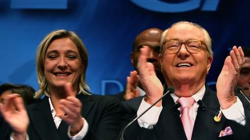 Marine Le Pen aux cotés de son père Jean Marie Le Pen, ancien président du Front National.