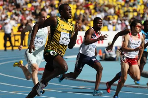 Le jamaïcain Usain Bolt en séries du 200m des mondiaux d 'athlétisme