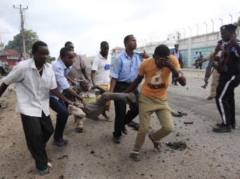 2013-07-12T135554Z_148009549_GM1E97C1ORN01_RTRMADP_3_SOMALI-EXPLOSION-DEAD_0