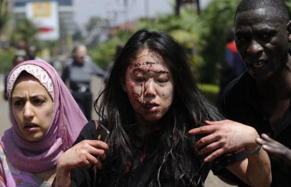 Une femme blessée suite aux attaques  terroristes à Nairobi.