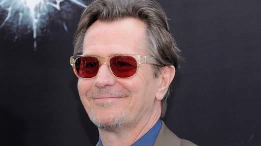 Gary Oldman joue le commissaire Gordon dans les derniers films Batman.