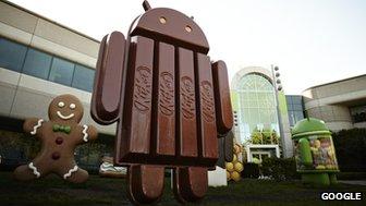 Google a installé une statue de sa mascotte Android faite de Kitkats à son siège