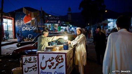 L'économie du Pakistan ne croît pas assez rapidement pour soutenir sa population croissante