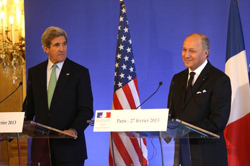 Le chef de la diplomatie américaine, John Kerry, et son homologue français, Laurent Fabius.