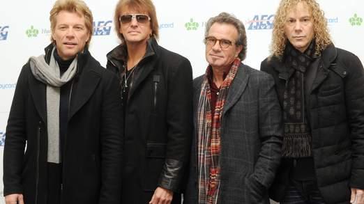 Le batteur de Bon Jovi Tico Torres, deuxième à droite, plus tôt cette année