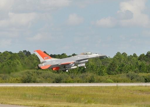 Image 23 Septembre fourni par Boeing montre la QF-16 pendant un vol d'essai près de la base aérienne Tyndall, en Floride.