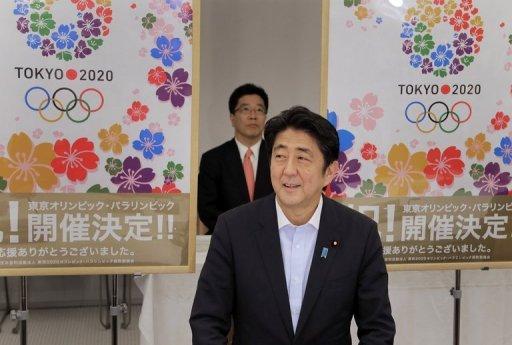 PM japonais Shinzo Abe raconte membres du cabinet sur l'offre réussie de Tokyo pour accueillir les Jeux olympiques de 2020 le 10 Septembre 2013.