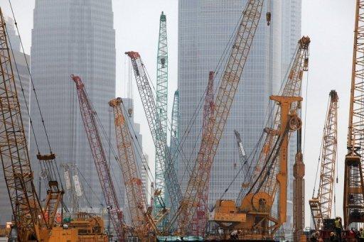 Grues s'élèvent à un chantier de construction à Hong Kong Août 4 octobre 2009.