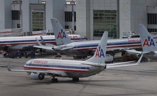 Avions d'American Airlines sont assis à l'aéroport international de Miami le 21 Août 2013.