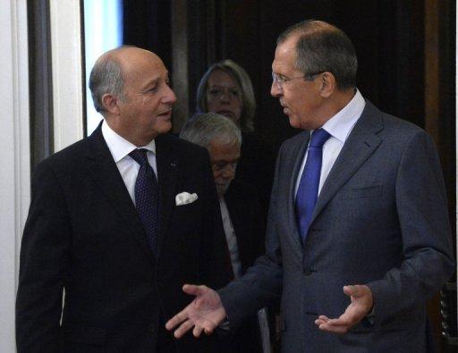 Ministre des Affaires étrangères, Sergueï Lavrov, la Russie (à droite) parle avec son homologue français Laurent Fabius lors de leur rencontre à Moscou, le 17 Septembre 2013.