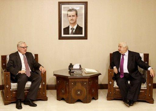 Le ministre syrien des Affaires étrangères Walid Mouallem (R) rencontre avec le vice-ministre russe Sergei Ryabkov (L) à Damas, le 17 Septembre 2013.