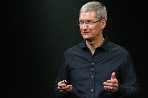 Tim Cook parle sur scène lors d'une annonce de produit Apple à Cupertino, en Californie, le 10 Septembre 2013.