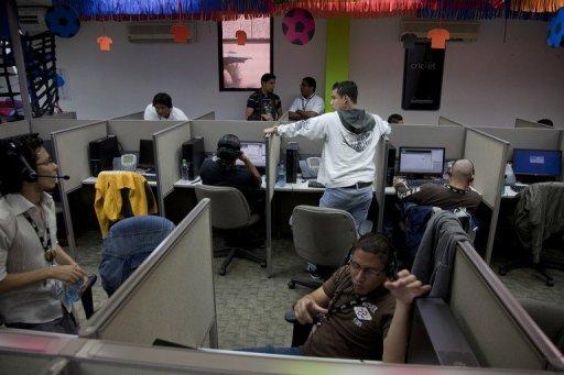 Les gens travaillent à SITEL, un fournisseur de centre d'appels sous-traitance, à Managua, au Nicaragua sur Juillet 03, 2012.