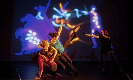 Une fusion radicale de la dynamique moléculaire quantique, l'art numérique et la musique électronique développé à l'Université de Bristol