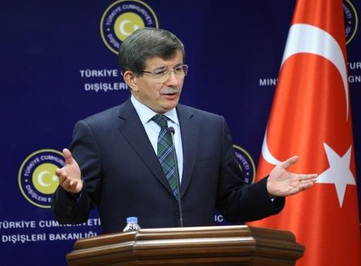 Le ministre turc des Affaires étrangères Ahmet Davutoglu parle lors d'une conférence de presse à Ankara le 7 Octobre 2013