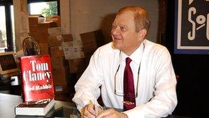 Tom Clancy a écrit plusieurs romans best-sellers.