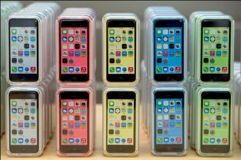 Wal-Mart a annoncé qu'il vendra l'iPhone 5c à partir de 45 $ tout au long de la saison du magasinage des Fêtes.